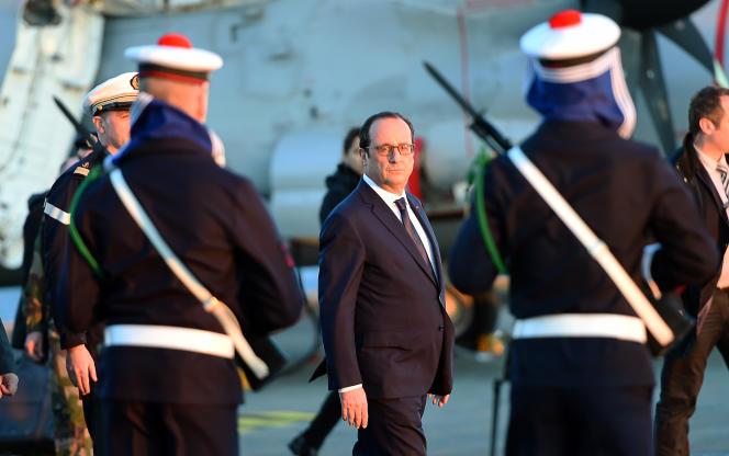François Hollande sur le porte-avions «Charles-de-Gaulle», le 14 janvier 2015.