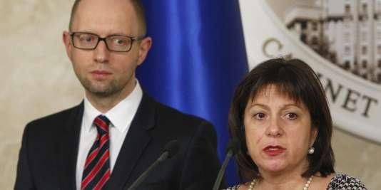 La ministre des finances ukrainienne, Natalie Jaresko, et le premier ministre, Arseni Iatseniouk, à Kiev, le 11 mars.