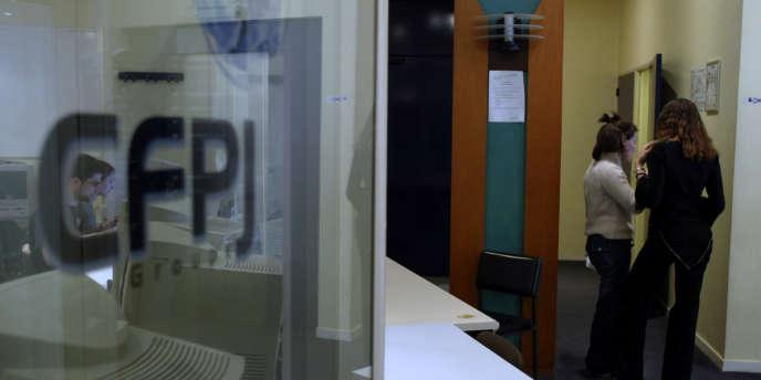Des étudiants en journalisme au  Centre de formation et de perfectionnement des journalistes (CFPJ), à Paris, l'une des écoles reconnues par la profession.