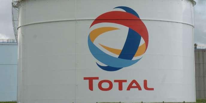 A la raffinerie Total de Donges (Loire-Atlantique), également déficitaire mais dans de moindres proportions, le groupe pétrolier a choisi d'investir pour en rétablir la rentabilité.