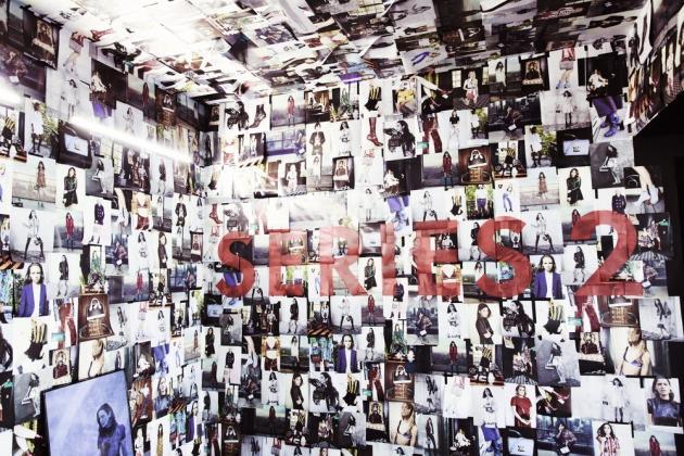 La « salle posters », où sont exposées les campagnes de publicité Louis Vuitton de la saison.