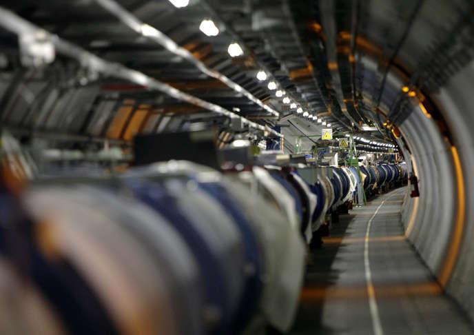 Dans le tunnel du grand accélérateur du CERN, sous la frontière franco-suisse.