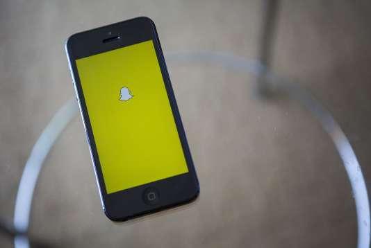 Logo de l'application Snapchat sur un smartphone.