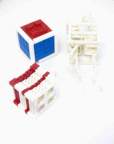 Les premiers objets fabriqués par l'imprimante 3D de Made in Space.