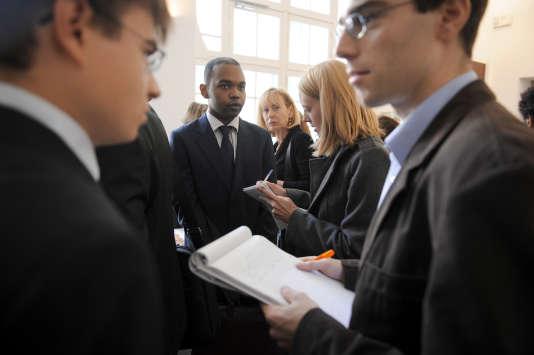 Nouveaux élèves de l'Ecole nationale d'administration, à Paris, en 2009.