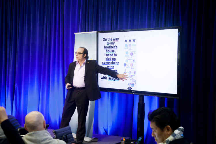 """Chercheur à Stanford, Neil Jacobstein est le M. """"Intelligence artificielle"""" de la Singularity University. Il explique à son public comment """"réfléchit"""" une machine. Il est souvent consulté par les scénaristes d'Hollywood. Il n'en élude pas moins les questions éthiques soulevées par le développement de l'intelligence artificielle, qui selon Ray Kurzweil, devrait dépasser l'intelligence humaine en 2029, un point de bascule que désigne le mot """"singularité""""."""