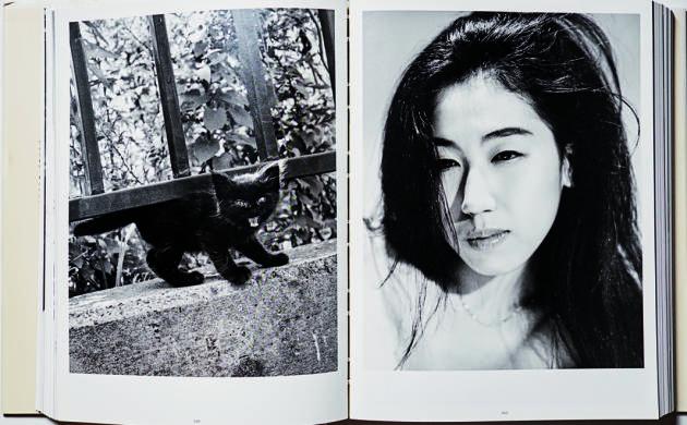 Parmi les thèmes récurrents chez Araki, sa femme Yoko, les fleurs, l'érotisme…