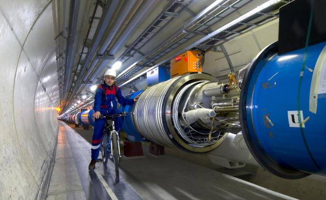 Le Grand Collisionneur de hadrons forme un anneau de 27 km de circonférence.