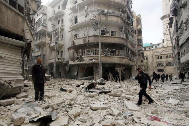 Près d'Alep, après un bombardement imputé par les rebelles au régime Assad, le 26février.