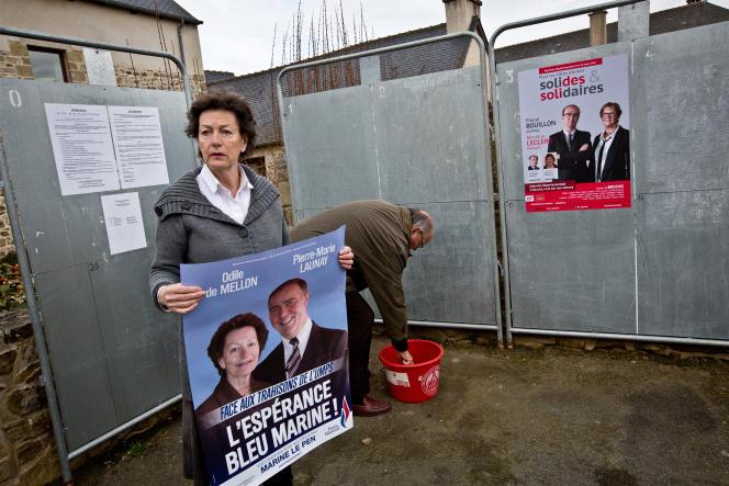 Séance de tractage de Pierre-Marie Launay et Odile de Mellon, candidats FN dans le canton de Broons (Côtes-d'Armor).
