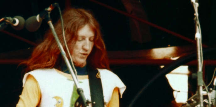 Daevid Allen sur scène en 1974.