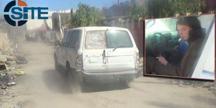 Une photo tirée d'une vidéo de propagande qui émanerait de l'EI, avec en insert une photo probable de Jake Bilardi.