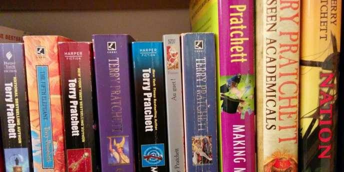 Des livres de Terry Pratchett, en français et en anglais.