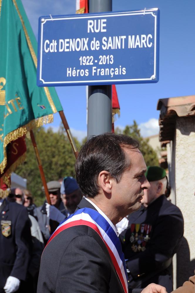 Le maire de Béziers Robert Menard assiste à la cérémonie par laquelle une rue est renommée