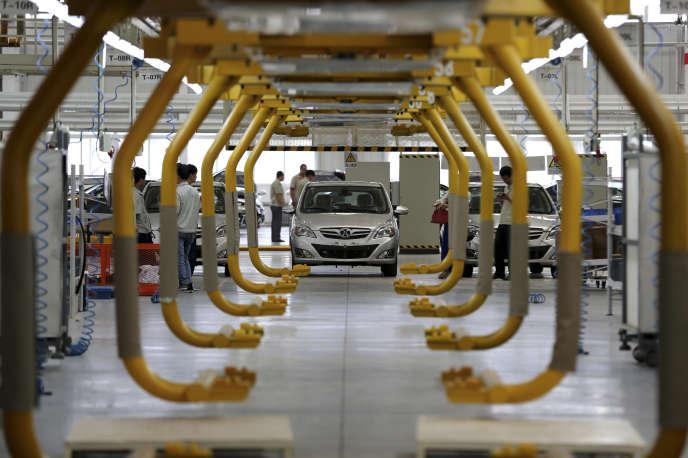 Dans une usine d'Automotive Industry Holding Co., dans les environs de Pékin, en juillet 2014.