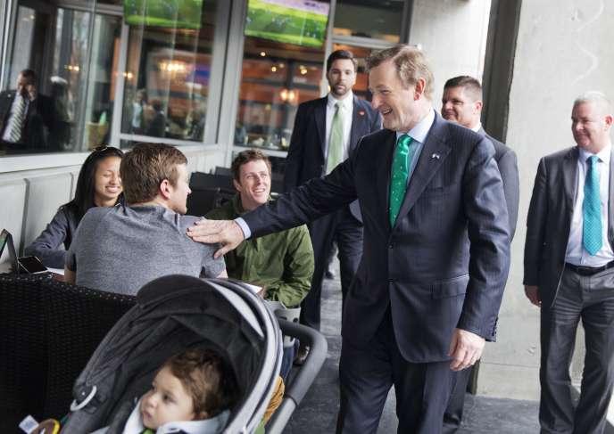 Le gouvernement a lancé une vaste campagne pour convaincre de rentrer les émigrés Irlandais. Ici, Enda kenny, premier ministre, le 14 mars.