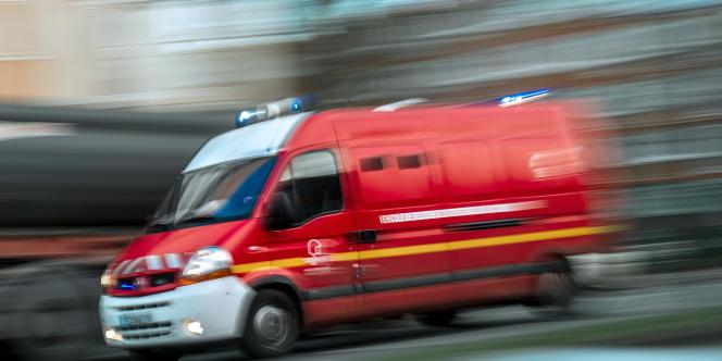 Un camion de pompiers lors d'une intervention.