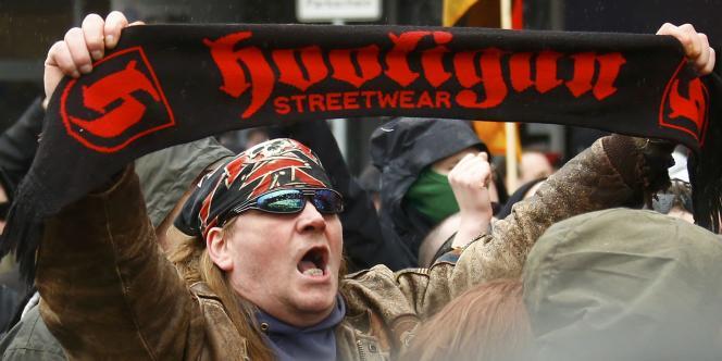 Pendant une manifestation de hooligans anti-Islam à Wuppertal, le 14 mars.