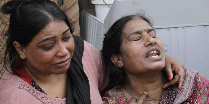 Famille de victimes du double attentat meurtrier survenu dimanche 15 mars contre des églises chrétiennes à Lahore (Pakistan).
