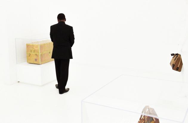 L'exposition Louis Vuitton  présente les nouveaux modèles en rendant hommage aux classiques de la marque.