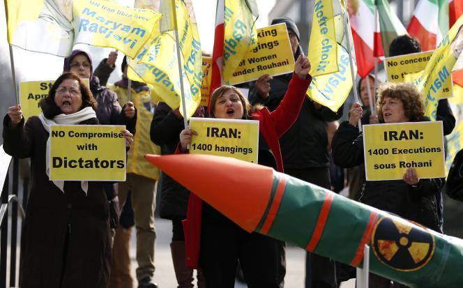 Opposants iraniens manifestant contre le régime de Téhéran à Bruxelles, le 16 mars 2015.    REUTERS/Francois Lenoir (BELGIUM - Tags: CIVIL UNREST ENERGY POLITICS)