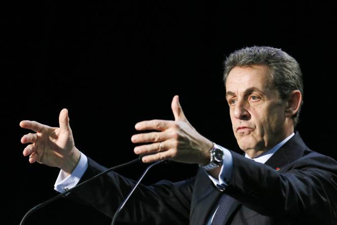 Nicolas Sarkozy, lors d'une réunion électorale, le 16 mars à Palaiseau, dans l'Essonne.