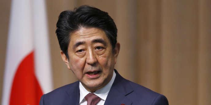 « Malheureusement, nous n'avons pas encore pu sortir de la période de déflation », a admis, mardi 17 mars, la premier ministre, Shinzo Abe, devant le Parlement japonais.