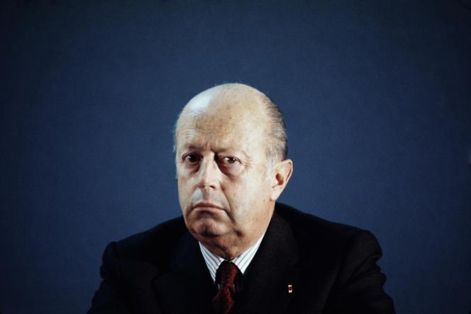 Jacques Foccart, homme de confiance du général de Gaulle, était chargé de suivre les services secrets et les affaires africaines. Il a coordonné, sous les ordres du général, un programme d'opérations clandestines sur fond de conflit algérien.