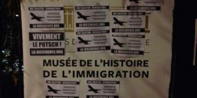 Sur son site, le mouvement La Dissidence française vante une « opération éclair » menée dans la nuit de jeudi à vendredi contre le Musée de l'histoire de l'immigration.