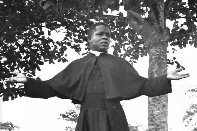 L'abbé Fulbert Youlou,  premier président de la République du Congo de 1959 à 1963.