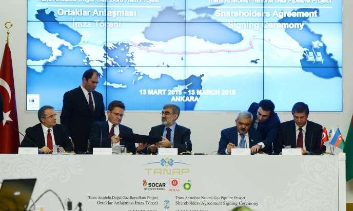 Réunion des responsables turcs et azéris pour le gazoduc transanatolien, à Ankara, le 13 mars
