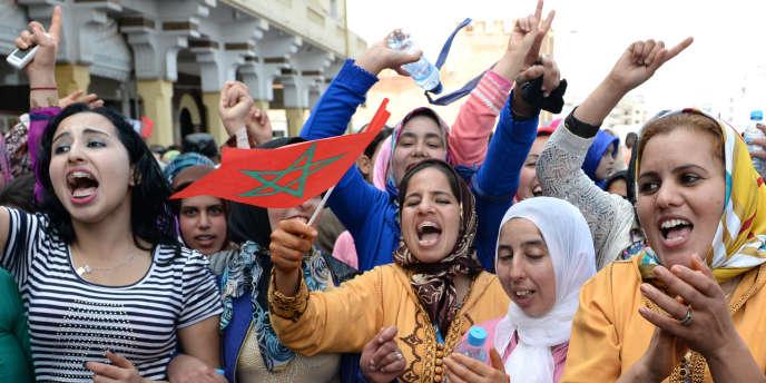 Des Marocaines défilent le 8 mars à Rabat pour l'égalité entre hommes et femmes.