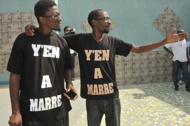 Fadel Barro (à droite) leader de Y'en a marre arrêté à Kinshasa dimanche 15 mars et toujours détenu le 17 mars.
