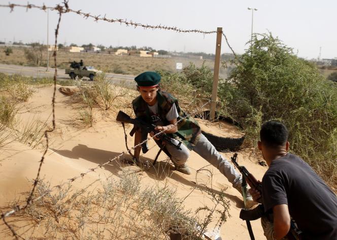 Au cours ders derniers jours, des djihadistes de l'Etat islamique se sont opposés, pour le contrôle de la ville de Syrte, à des membres de Fajr Libya, la coalition de milices, notamment islamistes, implantées dans la capitale, Tripoli.