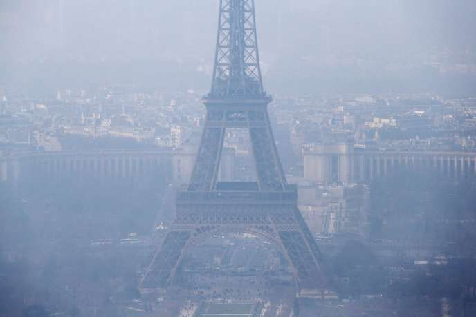 « J'ai déposé un recours devant le tribunal administratif contre l'Etat, pour carence fautive. Une trentaine de dossiers similaires devraient être déposés prochainement» (Photo: pollution à Paris, mars 2015).
