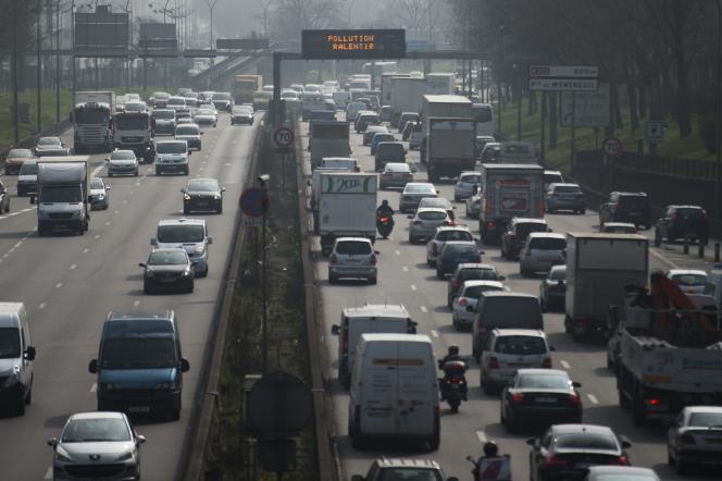 Le périphérique parisien, lors d'un pic de pollution le 18 mars 2015.
