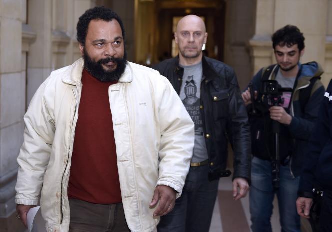 Dieudonné M'Bala M'Bala et Alain Soral, au palais de justice de Paris, le 12 mars.