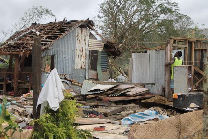 Malgré l'ampleur du cyclone Pam, le bilan humain, avec 24 morts, reste contenu, mais la famine guette.