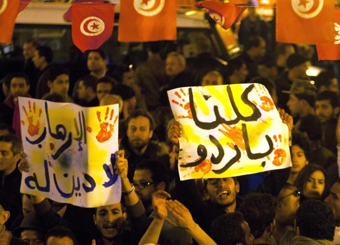 Des Tunisiens se sont rassemblés mercredi 18 mars sur l'avenue Habib-Bourguiba.