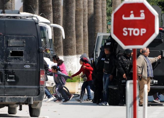 Dix-sept touristes et deux membres des forces d'intervention ont péri dans l'attaque du Musée du Bardo.