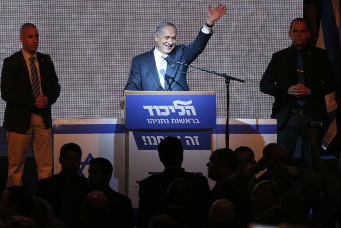 Le parti du premier ministre israélien, le Likoud, remporte 30 sièges, contre 24 pour le centre gauche d'Isaac Herzog, mardi 17 mars.