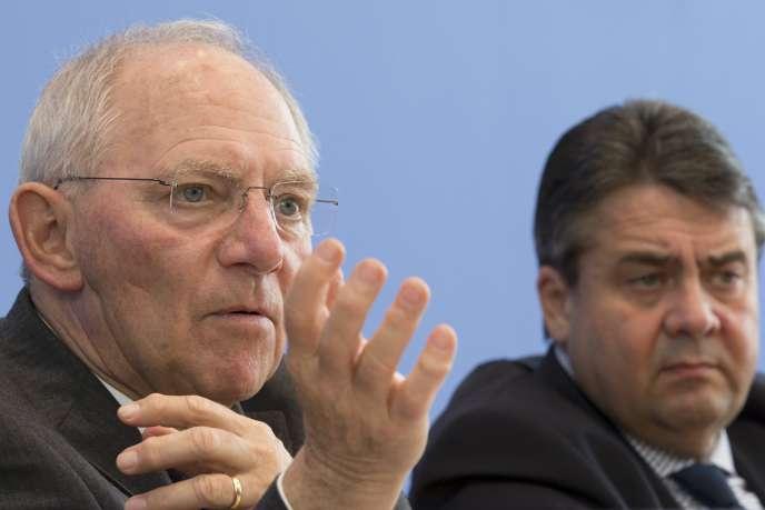 Le ministre allemand des finances, Wolfgang Schäuble, et son collègue de l'économie, Sigmar Gabriel, à Berlin, mercredi 18 mars.