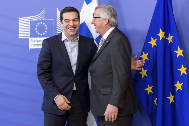 Le président de la Commission européenne Jean-Claude Juncker et le premier ministre grec, Alexis Tsipras, à Bruxelles, en mars 2015.