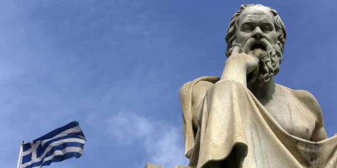La statue de Socrate au centre d'Athènes, le 18 mars 2015.