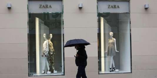 Une boutique Zara au centre de Madrid, en mars 2015