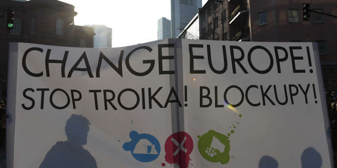 La manifestation à Francfort, mercredi 18 mars, organisée à l'appel de Blockupy, alliance de divers mouvements anticapitalistes, visait à protester contre la politique de la Banque centrale européenne (BCE), qui inaugurait ce jour-là son nouveau siège.