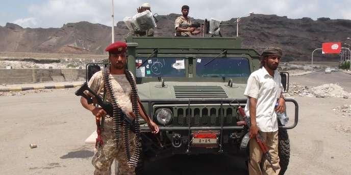 Des membres des comités de résistance populaire (Popular Resistance Committes, PRC), à Aden, le 16mars.