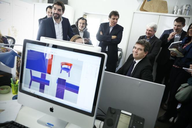 Arnaud Montebourg  dans le studio de design d'Habitat, à la fin de janvier2014.
