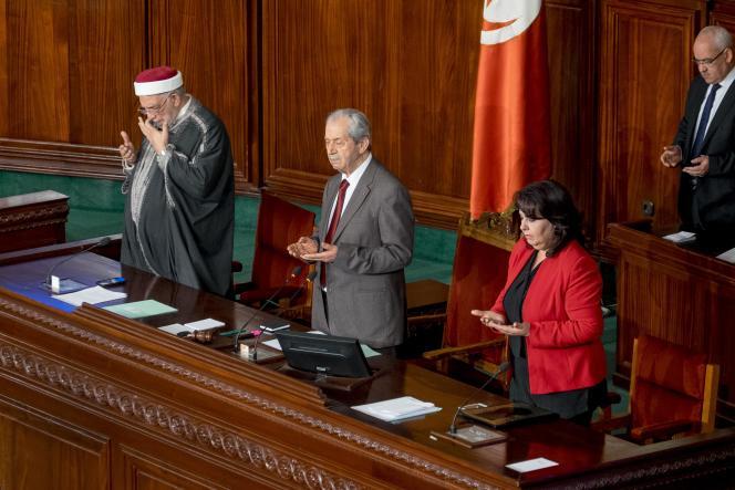 Prière à l'Assemblée des représentants du peuple, quelques heures après l'attaque du Musée Bardo, à Tunis, le 18 mars.