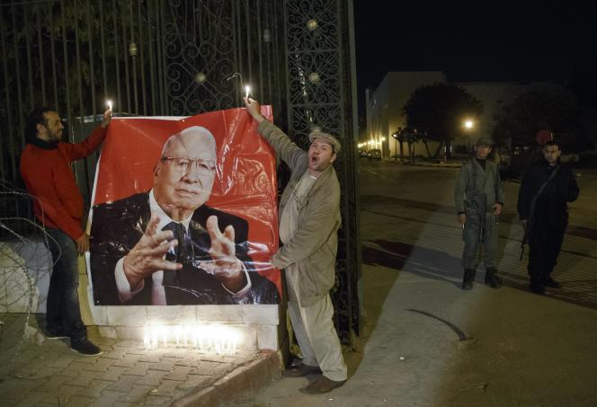 Des rassemblements en soutien à Beji Caïd Essebsi, président de la Tunisie, ont eu lieu le 18mars après la tuerie du Musée du Bardo.